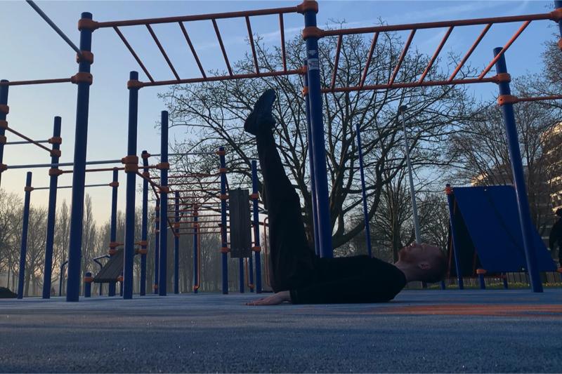 Leg raises - CalisthenicsWorld.nl