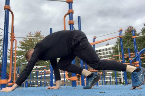 Bear crawl - CalisthenicsWorld.nl
