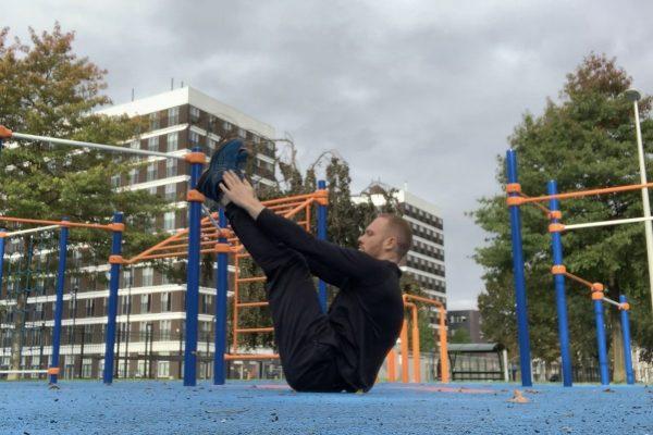 V ups oefening - CalisthenicsWorld.nl